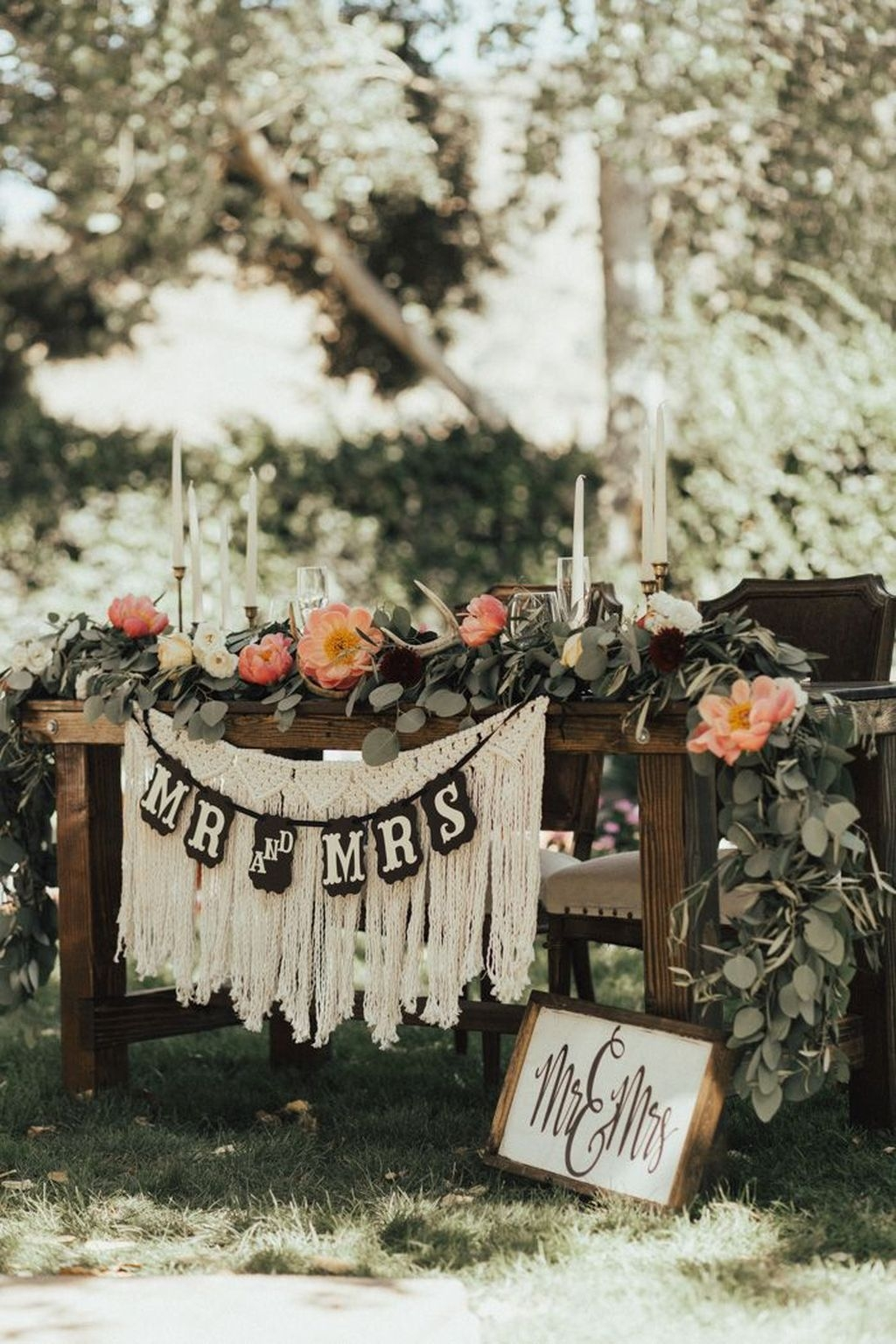 Beautiful Backyard Wedding Decor Ideas To Get A Romantic Impression 31