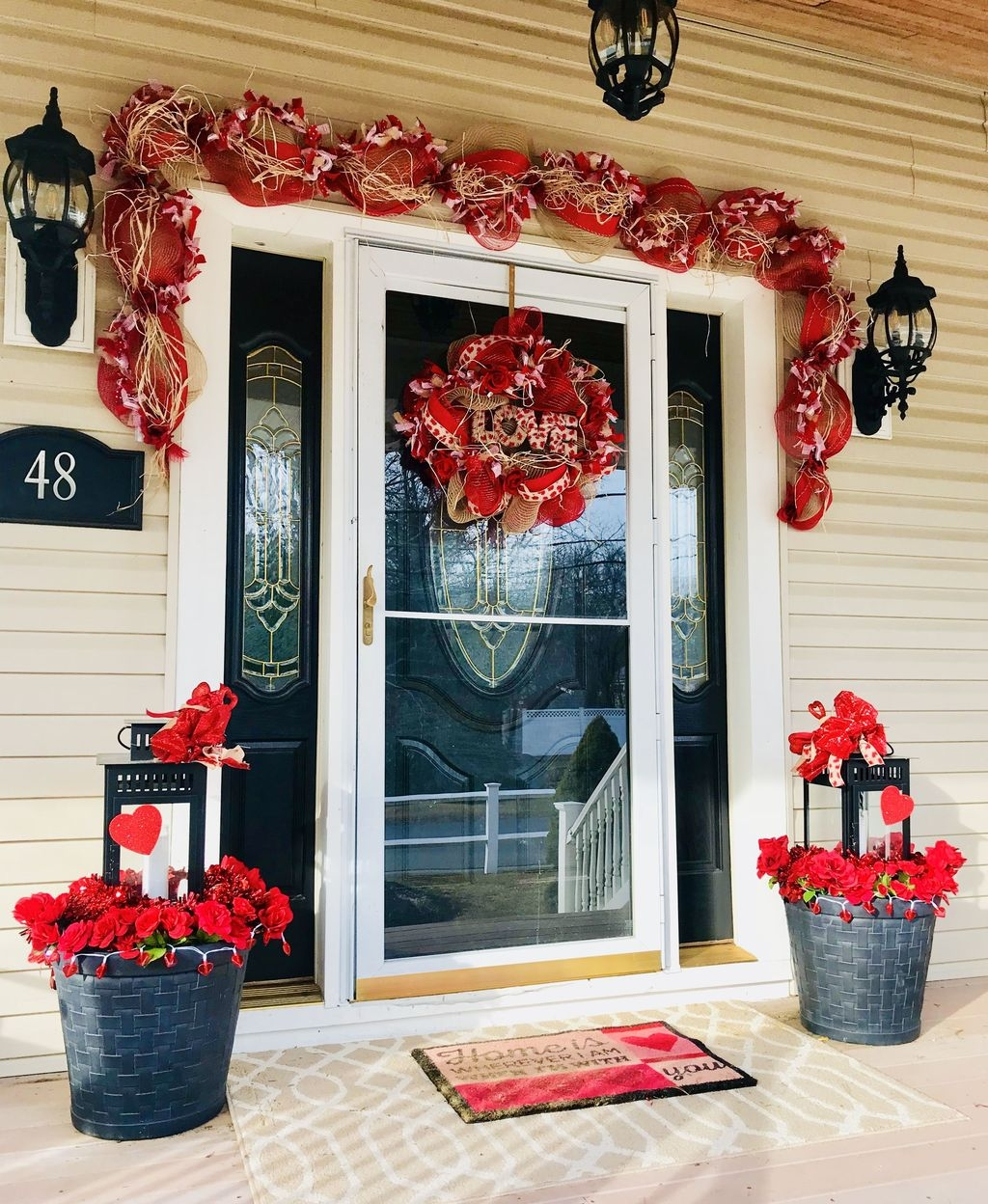Stunning Valentines Day Front Porch Decor Ideas 15 - PIMPHOMEE