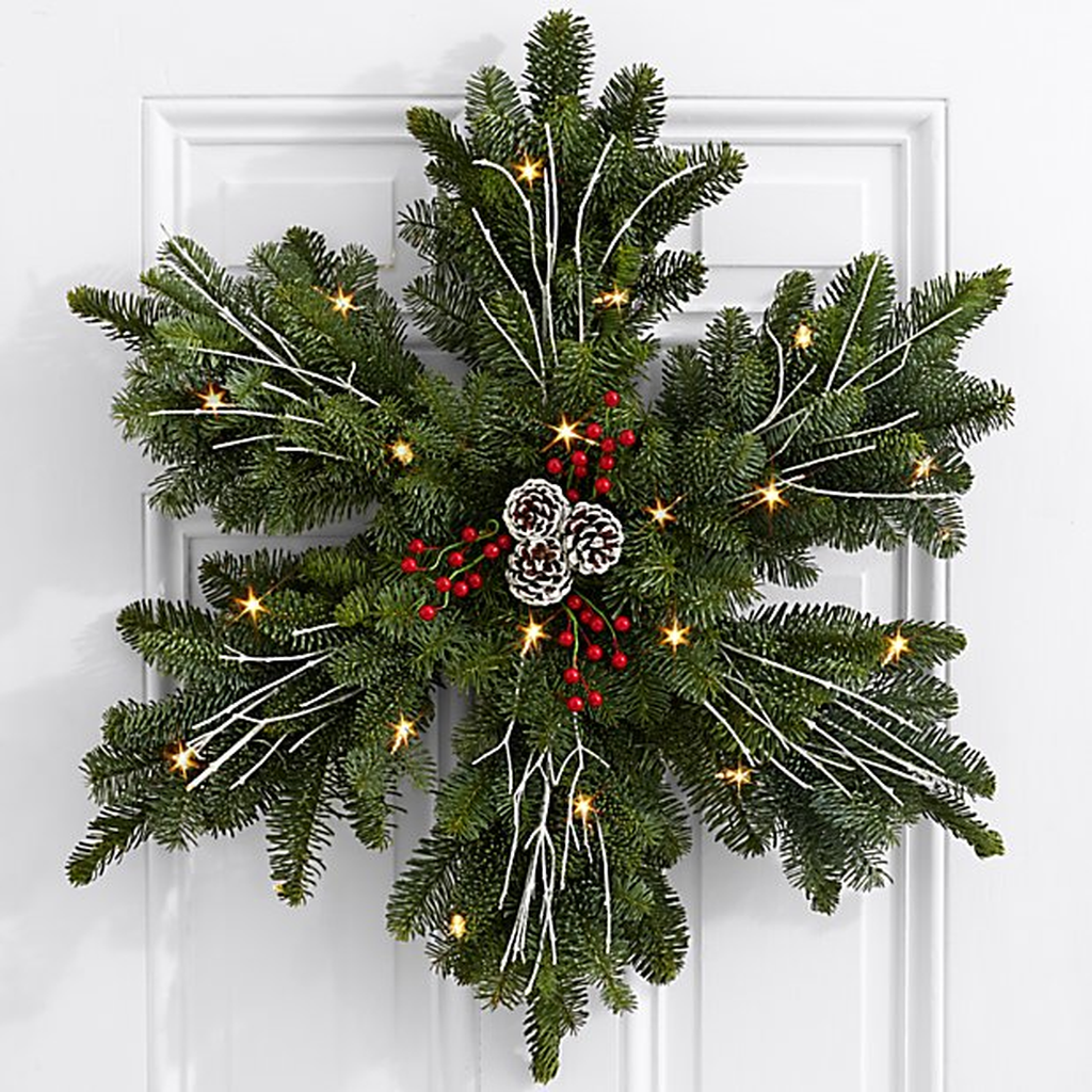 Beautiful Christmas Wreaths Decor Ideas You Should Copy Now 39