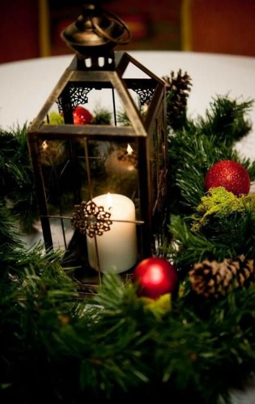Fabulous Winter Lantern Centerpieces Ideas 34 Pimphomee