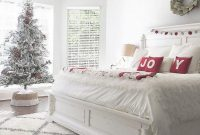 Gorgeous White Christmas Bedroom Decorating Ideas 33