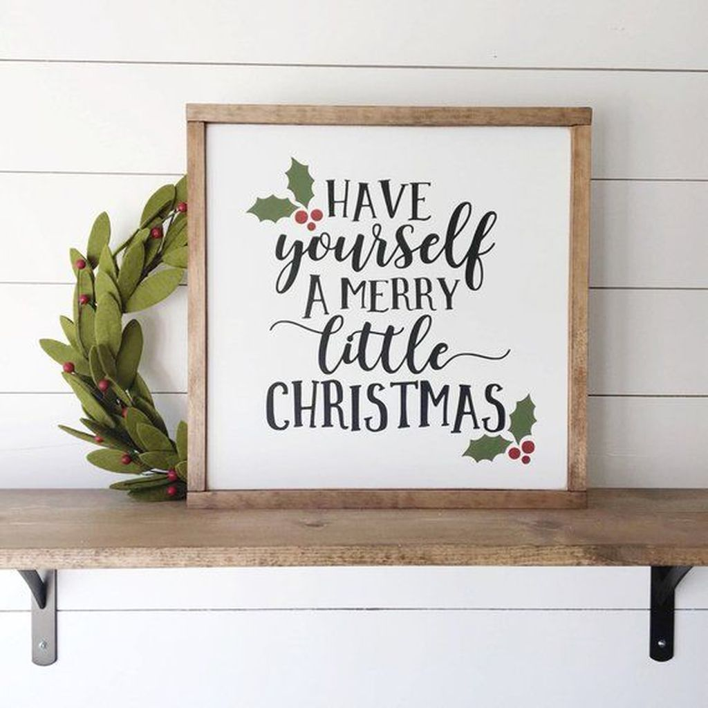 Lovely Christmas Wall Decor Ideas For Your Homes 34