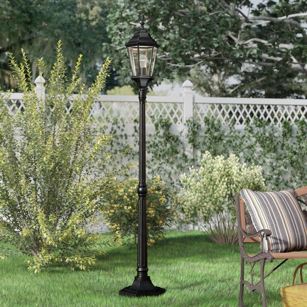 Stunning Outdoor Lamp Posts For Front Yards Decor 13
