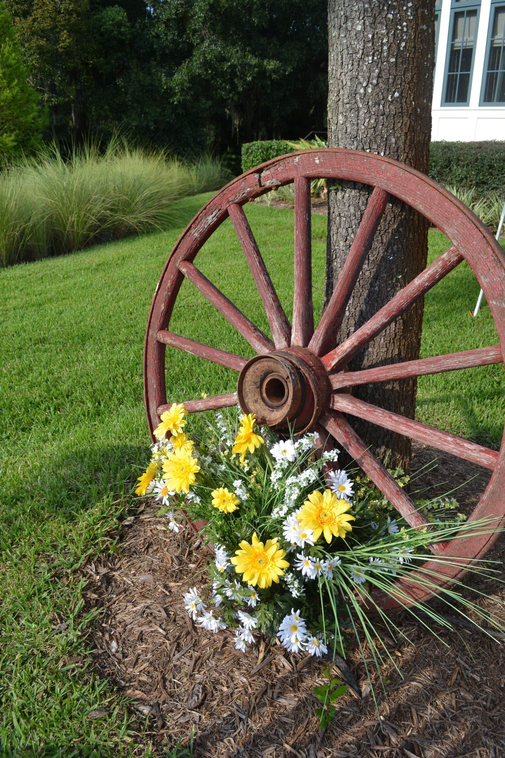 Wagon Wheel Garden Decor
