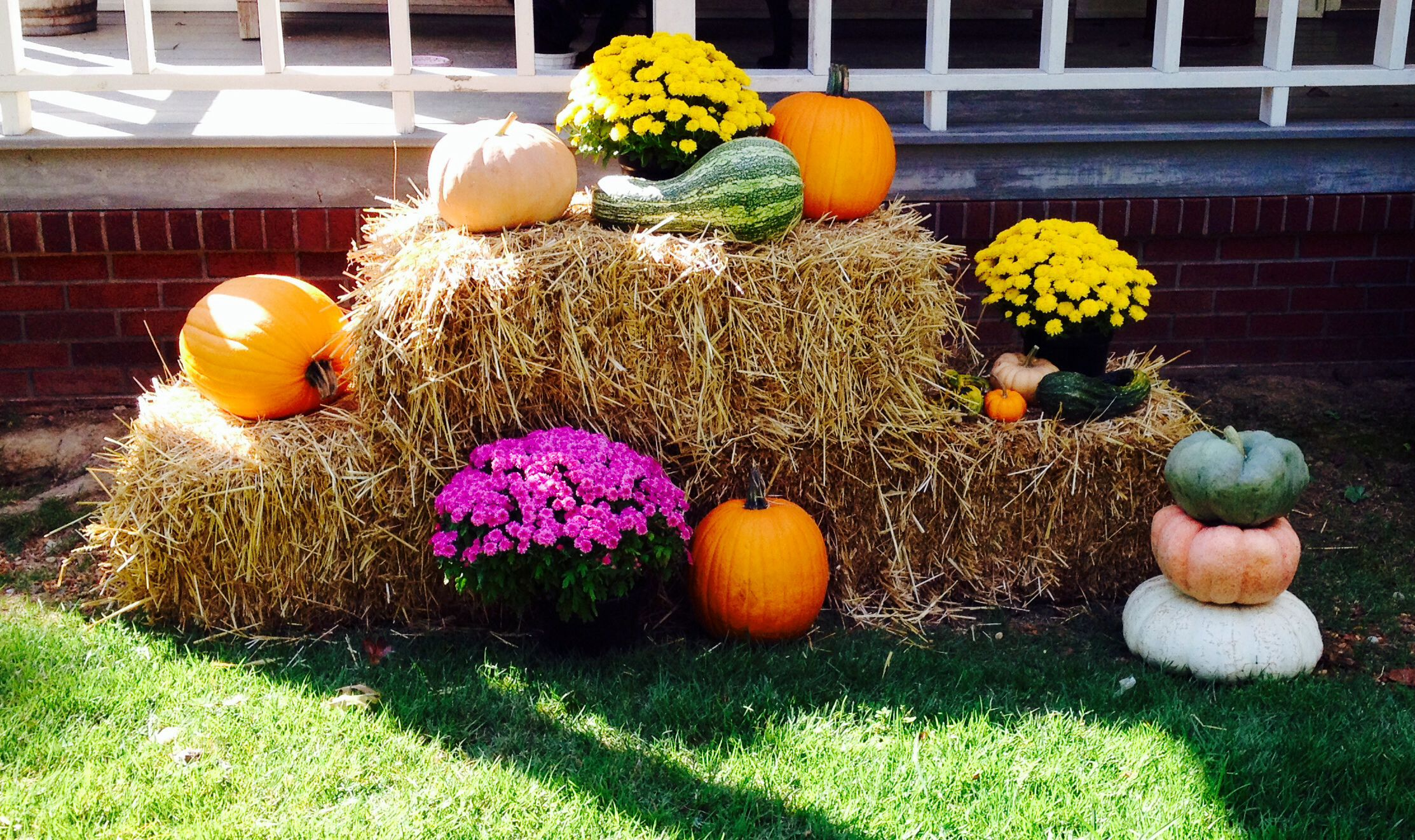 Fall Hay Bale Decorations